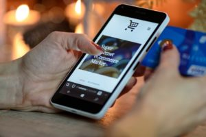 How to boost your e-commerce business with a feature rich mobile app